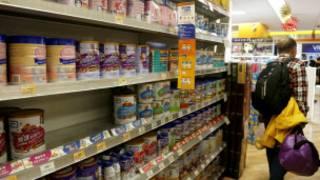 香港商鋪奶粉貨架