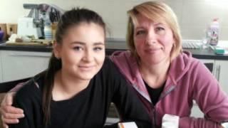 Лиза Ярошенко с приемной матерью Оксаной
