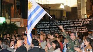 Uruguaios protestando contra casamento gay