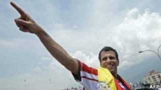 Capriles em comício (AFP)