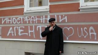 """надпись на стене """"Мемориала"""""""