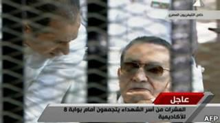 Бывший президент Египта Хосни Мубарак в зале суда