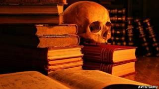 Calavera y libros