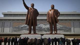 Estatuas de mandatarios norcoreanos