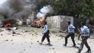 somali'de adliye yakınındaki patlama sonrasından bir an