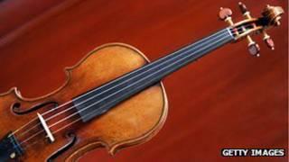 斯特拉迪瓦里父子制作的小提琴