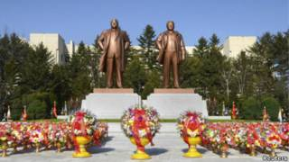 Tượng đồng các lãnh đạo Bắc Hàn