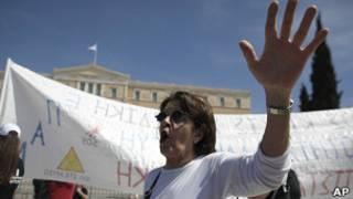 یونان در شمین سال رکود اقتصادی خود به سر می برد و به کمکهای مالی جامعه جهانی نیاز دارد.