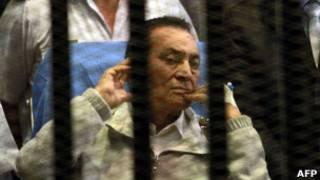 Хосни Мубарак в военном госпитале