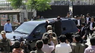 Первез Мушарраф покидает здание суда