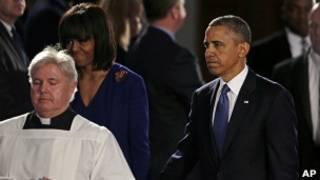 Барак и Мишель Обама на поминальной службе в Бостоне