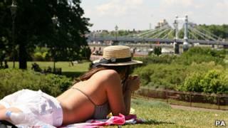 Mujer en un parque