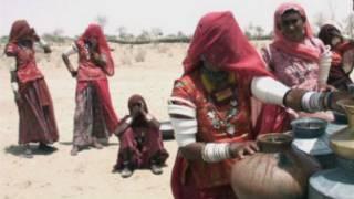 राजस्थान में महिलाएं घूंघट निकालती हैं