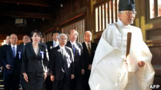 Anggota parlemen Jepang di Kuil Yasukuni