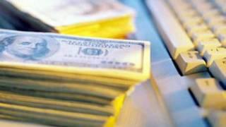 banknot ve klavye görülüyor