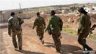 دولت سوریه و شورشیان یکدیگر را به استفاده از سلاحهای شیمیایی متهم کردهاند