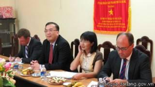 Tổng lãnh sự Lê Thành Ân trong cuộc gặp