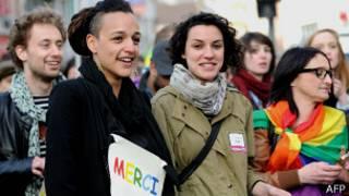Demonstrasi menyambut legalisasi gay di Prancis