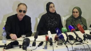 Одители и тетя братьев Царнаевых на пресс-конференции в Махачкале 25 апреля 2013 года