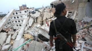 ढाका में इमारत गिरी
