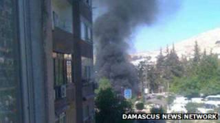 La fumée s'élevant du lieu de l'explosion