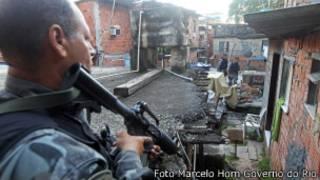 Policiais em favela do Cerro-Cora, no Rio. Foto Marcelo Horn Governo do Rio. Dia 29 de abril.