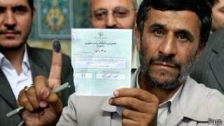 احمدی نژاد در حوزه اخذ رای