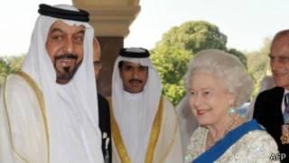 ملکه بریتانیا و همسرش در سال ۲۰۱۰ از امارات بازدید کردند