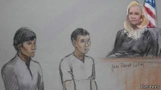 Диас Кадырбаев (слева) и Азамат Тажаяков в суде