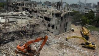 Руины швейной фабрики в Бангладеш