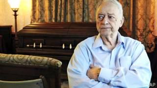 پیتر استفان، مدیر مراسم تدفین که جسد تیمورلنگ سارنایف به او سپرده شده است