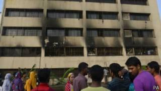 Здание в Дакке после пожара