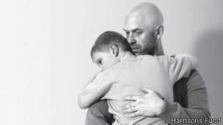Alex Smith e seu filho (foto: Harrisons Fund)