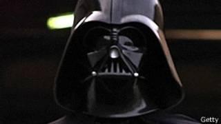 """Поклонник картины """"Звездные войны"""" в костюме Дарта Вейдера"""