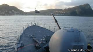 Corveta Barroso em exercício militar na África do Sul (foto: Marinha do Brasil)