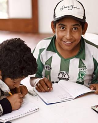 Crianças colombianas | Foto: Cortesia Bilblioteca Laboratório do Espírito