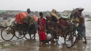 तूफान महासेन से लोगों में दहशत है