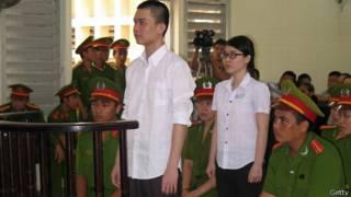 Hai sinh viên Kha và Uyên tại tòa
