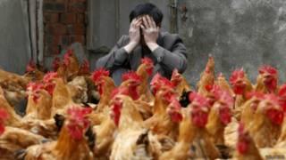 Chinês cobre o rosto preocupado com contaminação | Foto: Reuters