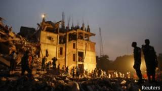 El edificio que colapsó en Plaza Rana, Bangladesh