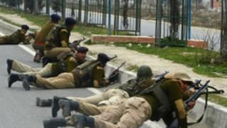 جنود في كشمير