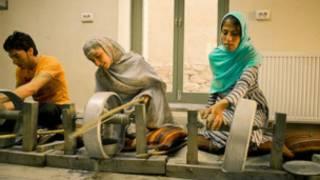 Artesãos aprendem ofício em Cabul, no Afeganistão