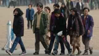 在伦敦市中心的中国游客。
