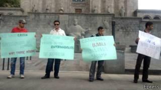 Активисты-экологи у Матенадарана