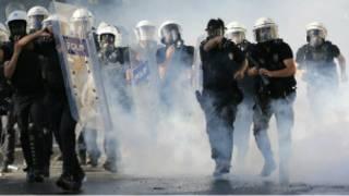 Tercera noche de enfrentamientos en Turquía
