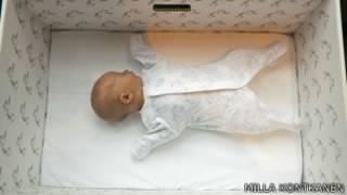 Младенец в коробке