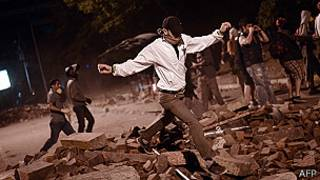 Vuelven a enfrentarse policías y manifestantes en Turquía
