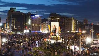 Continúan las protestas en Estambul y Ankara