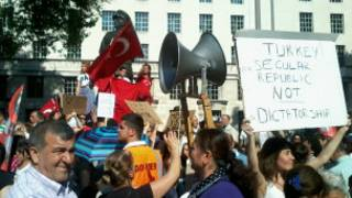 Gezi Parkı gösterilerine destek için Londra'da eylem