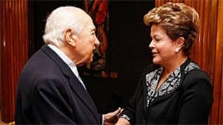 Dilma e o ex-presidente Mario Soares em Portugal (Foto: Roberto Stuckert Filho/Presidência da República)